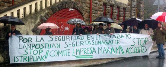 Maxan Zoazoko Enpresa Batzordearem lanpostuen segurtasunaren aldeko elkarretaratzea.