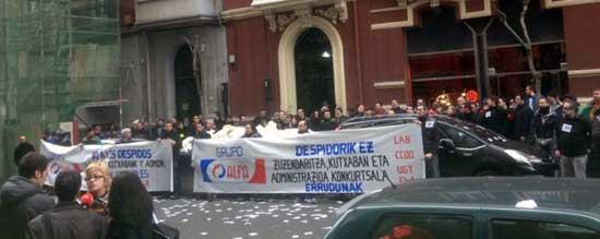 Concentración de la plantilla de ALFA frente a la oficina de la Administración Concursal