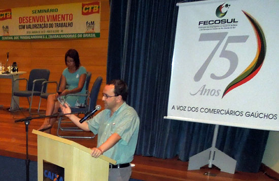 Igor Urrutikoetxea, secretario de Relaciones Internacionales de LAB, en el Foro Social Temático de Porto Alegre.