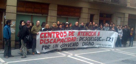 Concentración de los y las trabajadoras de Centros de Atención a la Discapacidad por un Convenio Digno.