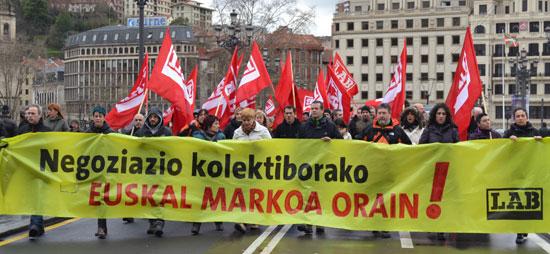 Negoziazio kolektiborako euskal markoa aldarrikatu du LABek Bilboko kaleetan.