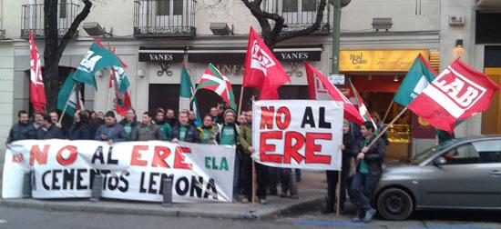 Cementos Lemonako langileen elkarretaratzea Madrilen.
