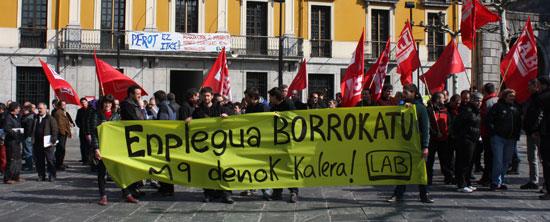 """LABeko delegatuen elkarretaratza """"Enplegua borrokatu"""" lelopean."""