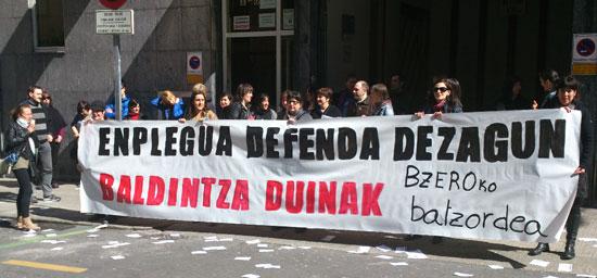 Protesta realizada el pasado 20 de marzo frente de la empresa.