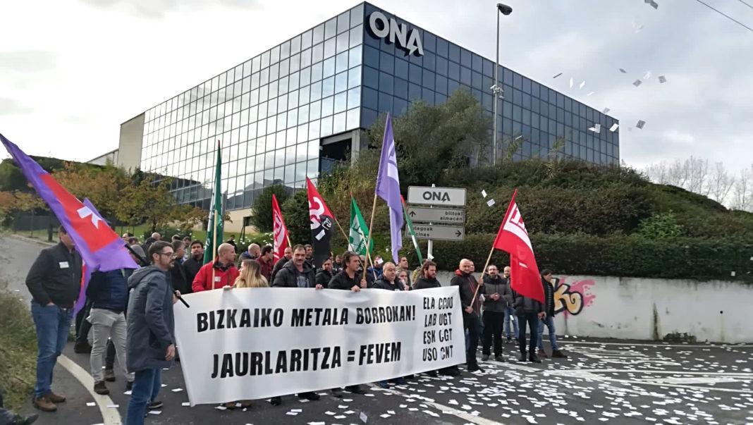 Arantza Tapia, consejera de Desarrollo Económico del Gobierno Vasco, visitó ayer las instalaciones de Ona Electroerosion. Los sindicatos le dimos la bienvenida.